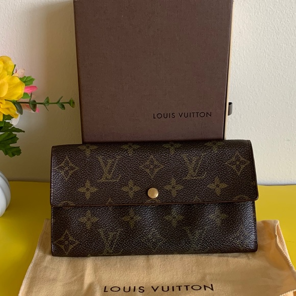 💯%Authentic louis vuitton sarah wallet❤️